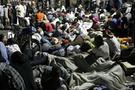 Kızgın Haitililer cesetten barikat kurdu