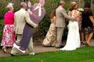 Ölmüş kocası kendi cenazesine geldi