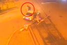 Sürücü ön camdan çıktı (video)