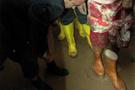 Baydemir çamurda çorapla gezdi!