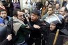 Mısır'da polisle göstericiler çatıştı