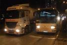İşçi otobüsü LPG tankerine çarptı