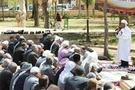 Öcalan posterli Cuma namazı