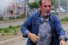 Ölen gösterici polisi böyle taşlamış