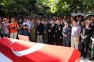 Şehit ailesi Türk bayrağını iade etti!