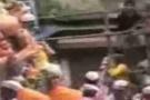 Saniye saniye balkonun çöküş anı(video)
