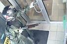 Pompalı tüfekle dehşet anları (video)