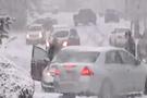 Kar yağdı araçlar dans etti (video)
