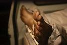 Yaşlı kadını diri diri gömdüler