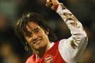 Arsenal Rosicky'le devam ediyor