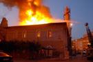 555 yıllık tarihi cami küle döndü