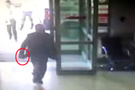 Doktor ve polisi bıçakla kovaladı