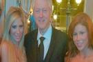 Eski başkan porno yıldızlarıyla aynı karede