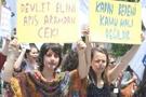AK Parti İl Başkanlığı önünde kürtaj eylemi