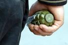 Çöpten el bombası ve üniforma çıktı