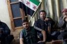 Suriye'li asker yüzerek kaçtı