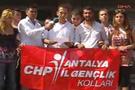CHP'li gençlerden valiye 25 Türk bayrağı