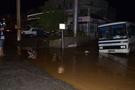 Edremit'te sağanak yağış felç etti