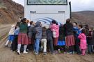 Öğrenciler okula gitmek için çile çekiyor