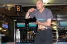 Bıçaklı saldırgan havalimanını karıştırdı!