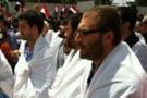 Fatih Camisi'nde Mursi'ye destek eylemi: İhvan'ın direnişi bitmeyecek