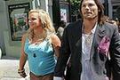 Britney kocasını zengin etti