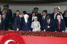 Protokol buz kesti! Erdoğan'ın eli havada kaldı