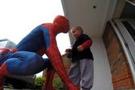 'Örümcek-Adam'ın sürpriz yaptığı çocuk öldü