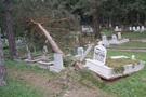 Lodos mezarları kaldırdı