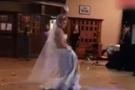 Gelin dansöz kostümüyle oynadı!