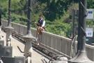 Köprüde rehine krizi çocuğu rehin aldı