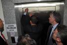 Bakan Müezzinoğlu asansörde mahsur kaldı!