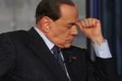 Berlusconi yanlış mitingde, rakip adaya destek istedi