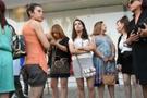 Fas'ta mini etekli kadınlar serbest
