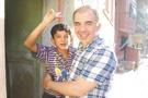 Suriyeli mendilci çocuğun artık yüzü gülüyor!