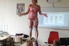 Sınıfta soyunan öğretmen olay yarattı