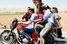 Bir motosiklette tam8 kişi