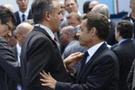 Sarkozy korumasını tutuyor!