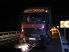 Tır ve otomobil çarpıştı: 4 ölü