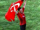 Türk Bayrağı ile zafer turu öldürdü!