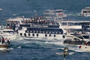 Beşiktaş Fenerbahçe için denize kupa attı