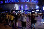 Ünlüler Atatürk Havalimanı'ndaki patlamanın ardından neler paylaştı?