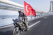 Kenan Sofuoğlu köprüden 400 km hızla geçti!