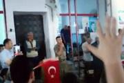 Komutandan 'şehitler ölmez' türküsü!