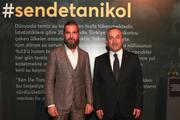 Bakan Çavuşoğlu, ünlü oyuncunun 'anlamlı' sergisini gezdi!