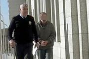 12 yaşındaki kıza tacizle suçlandı linçten polis kurtardı