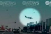 Avustralya'da uçak AVM'nin üstüne düştü