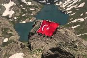 Türk askeri girilemez denilen yerde! Hem de bayrak açtı