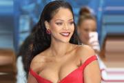 Rihanna'nın bekaret itirafı olay oldu
