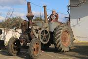 1950 model traktörünü 50 bin avroya satıyor